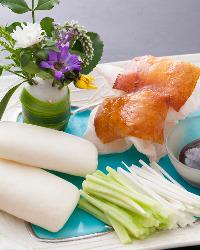 食べ放題プランは北京ダックなど贅沢メニューもOK