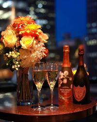 ガラス張りの店内♪大阪の夜の街を眺めつつ美味しいお酒をどうぞ