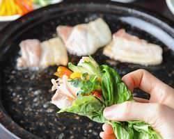 川田流サムギョプサル★ 新鮮野菜が食べ放題で大人気!