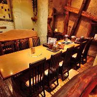 1階のカジュアルなテーブル席は韓国の田舎村の雰囲気を再現!