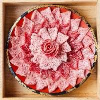 高級食材であるドライエイジングの熟成和牛をご賞味下さいませ。