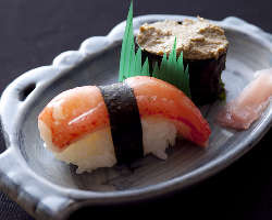 蟹の多彩な料理も魅力。職人技で 仕上げる寿司は感動の旨さ。