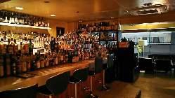 800種類を越えるボトルからお酒をお選び頂けます。