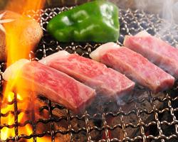 炭火でじっくり焼く間が楽しい焼肉です。