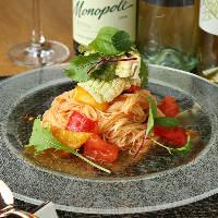 趣向を凝らした料理の数々。季節ごとに旬の食材し提供。