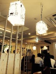 白を基調とした落ち着いた空間で旨い鮨をお楽しみください!!