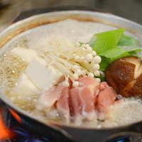 〈ほっこりお鍋〉 朝引き鶏もも肉1枚と新鮮野菜がたっぷり