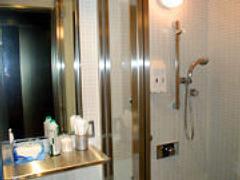 シャワー室は無料でご利用可能!アメニティも無料です!