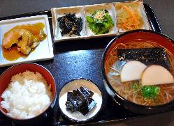 京のおばんざいがたっぷり おばんざい定食 1130円(税込)