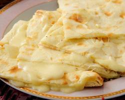とろ~りチーズのチーズナンは絶品!