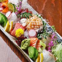 〈鮮魚〉 市場より熟練の目利きで仕入れる、魚介のお造りは必食