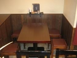 テーブル席は、3テーブルあります。最大12名です。