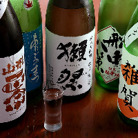 旬のお魚に合った地酒・焼酎を 数多く取り揃えております。