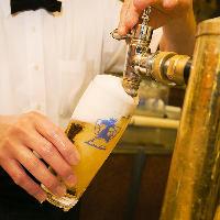 【匠の技】 熟練の技で注ぐクリーミーな泡のビールは格別