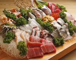 〔お刺身盛り合わせ〕 旬の魚貝がいっぱい♪
