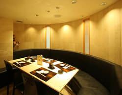 会食・接待は寛ぎの半個室で 寿司<和食>と美酒で大切な一時を。