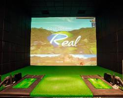 250インチの大画面で楽しむ本格ゴルフシミュレーター完備