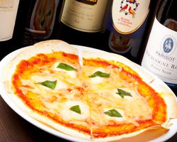 ■チーズがたまらないピザ  880円から