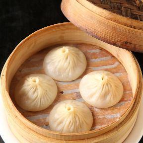 上海小籠包 厨房 阿杏 てらす
