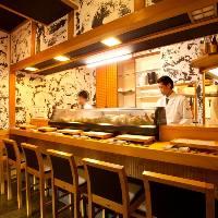 活気溢れるカウンター席で新鮮なネタの寿司を堪能