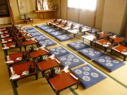 宴会場は最大45名様まで!テーブル席は最大15名様まで!