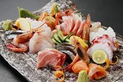 ◎毎日豊洲より仕入れる鮮魚は お刺身でどうぞ・・・