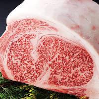 厳選して仕入れる肉は、上質な脂の甘みが口いっぱいに広がります