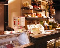 お店でも使っている有機食材や  ジェラートのテイクアウトも