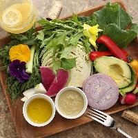 農家より直送!旬の新鮮野菜をたっぷり食べられるバーニャカウダ