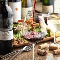 60種以上のワインは全て直輸入、リーズナブルに提供します