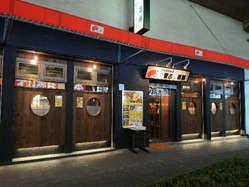 綾瀬駅西口から1分の好立地です。扇屋さん向かい千代田線高架下