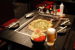 月島店人気No.1のもち明太子チーズもんじゃはビールが進む味。