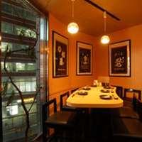 ◆店の一番奥にある窓際6名様用スペース ⇒少人数宴会もOK