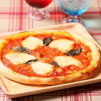 人気のピザは種類豊富♪