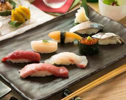 店主が握る江戸前鮨は絶品です。