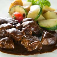 """希少""""尾崎牛""""を使った肉料理。部位によってシェフがレシピを考案"""