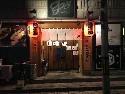 ■外観も新たに赤提灯をぶら下げ大衆酒場的な雰囲気に!■