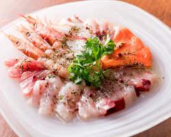 迷ったらコレ!天然鮮魚のカルパッチョ2人前980円(税抜)~