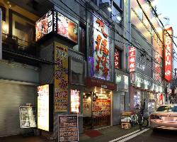 [駅近で楽々♪] 神田駅西口より徒歩1分◇大きな看板が目印です