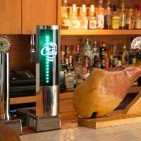 スペイン産の生ハムをおつまみに、シードルで乾杯!