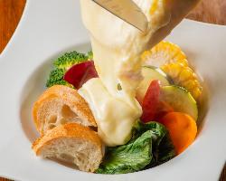 【名物】 ラクレットチーズ料理♪