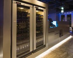 国内外から取り寄せるワインは常時120本★専用のワインセラーも