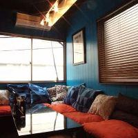《2F》青い壁紙が印象的なおしゃれな個室(4名様~6名様)