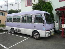 お客様は送迎バスにてお出迎えいたします。