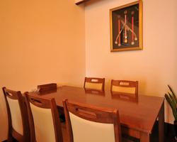 ご家族の記念日などにテーブル席でディナーを♪