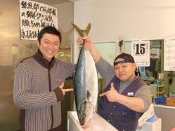 市場の親友田中ちゃんです! 旬の魚は毎日ここから仕入れ!!