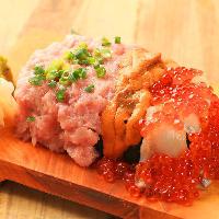 溢れるほどのトロ、ウニ、イクラ!叶え家名物『こぼれ寿司』