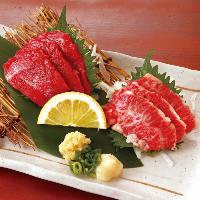 馬刺し・かごしま黒豚の角煮・鉄板餃子など九州の逸品料理の数々
