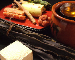 [こだわりの素材] 釜めしには岩手県産 暮坪米と日高昆布を使用