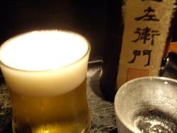 泡にこだわった生ビールと、限定物の日本酒、プレミアム焼酎など